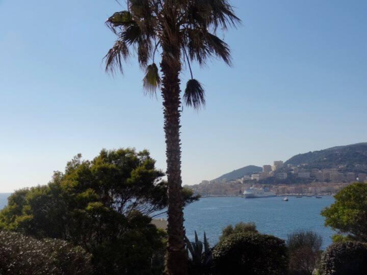 Agréable F1  à l'entrée d'Ajaccio avec vue mer