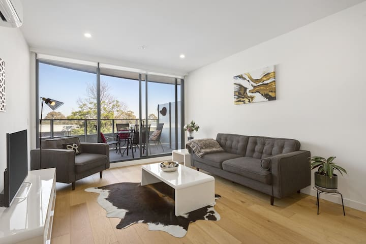 The Gem! 2bd2bath, car park, Plenty Rd Bundoora