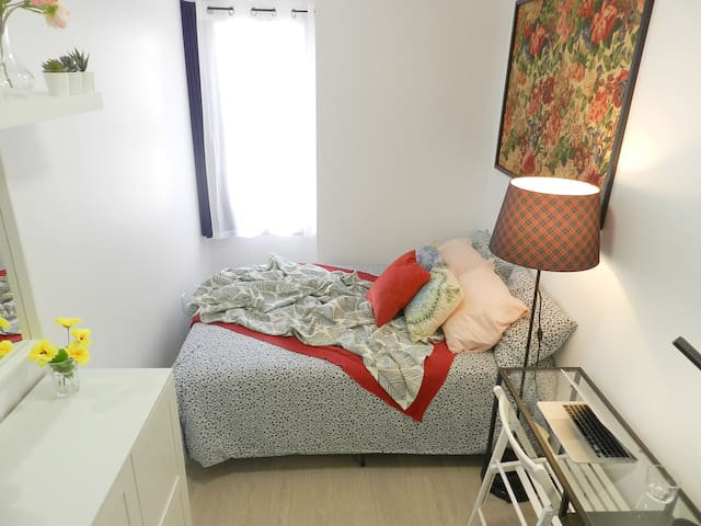 Clean & Chic Room, 5mins to Broadway Station