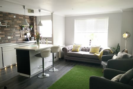 Gorgeous Boutique Coastal Apartment Near Edinburgh