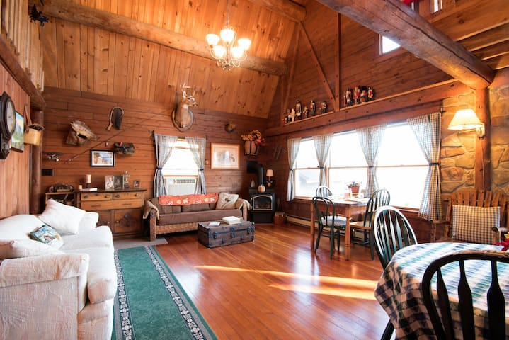 Log Cabin Suite at private Lake - Montville