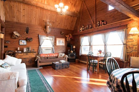 Log Cabin Suite at private Lake - Montville - 住宿加早餐
