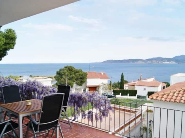 Nice apartment well-appointed, spacious and sunny for 4/5 persons.LLançà,