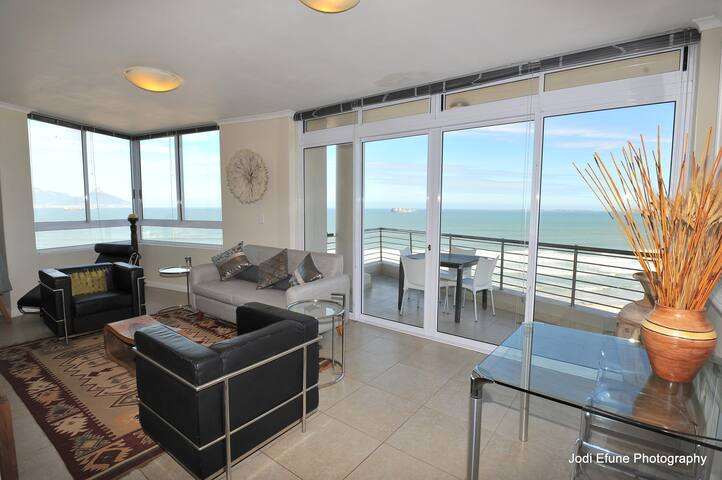 11th floor Opulence with Spectacular views alround