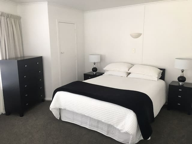 Seaside Takapuna resort - self contained