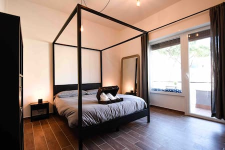 LuMaHome | Room with Balcony overlooking St. Peter