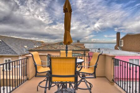 CLOSE to SAND! Upgraded 3-Level Townhouse Roofdeck - Newport Beach - Loft