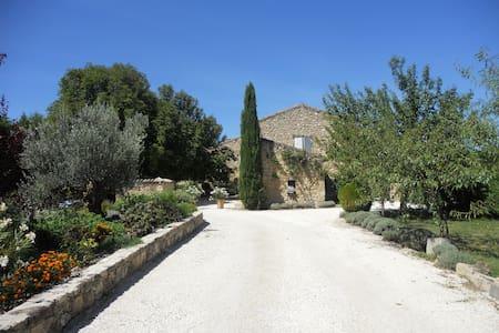 Le Mas des Amandiers dans le Luberon - Cavaillon - Guesthouse
