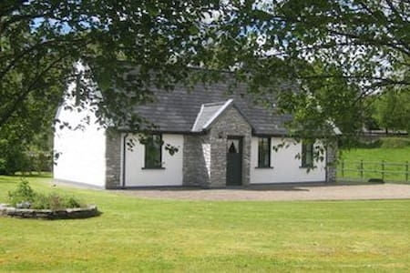 Beautiful 2-bedroomed cottage - 2 mins from town - Kenmare