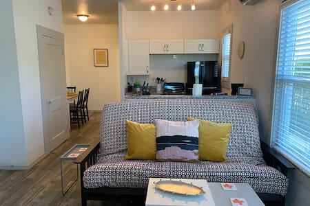 Great Downtown Studio! Walkable To The Best Spots!