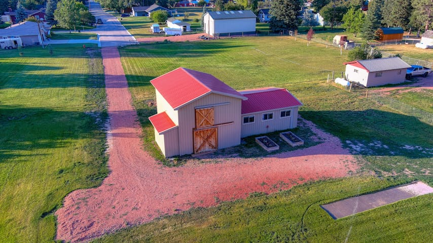 Unique Dayton Deluxe Barn - CLEAN & Private Retreat! Sleeps 4 - Free Parking and WiFi
