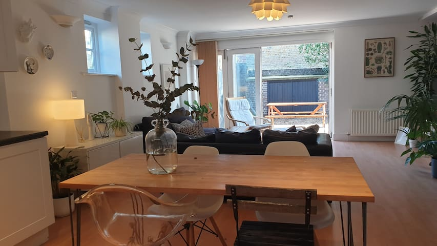 Flat in private mews in the best area of Clapham