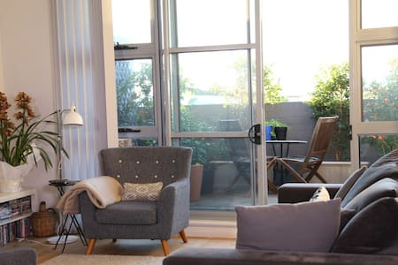 Urban sanctuary - top floor garden apartment - Ultimo - Apartment