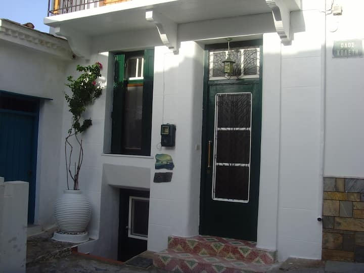 Traditional cottage in the heart of Skopelos town