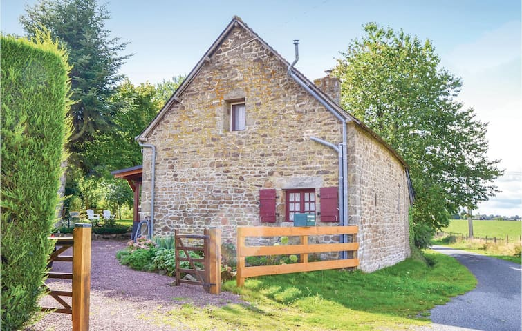 Holiday cottage with 2 bedrooms on 106m² in Montaudin