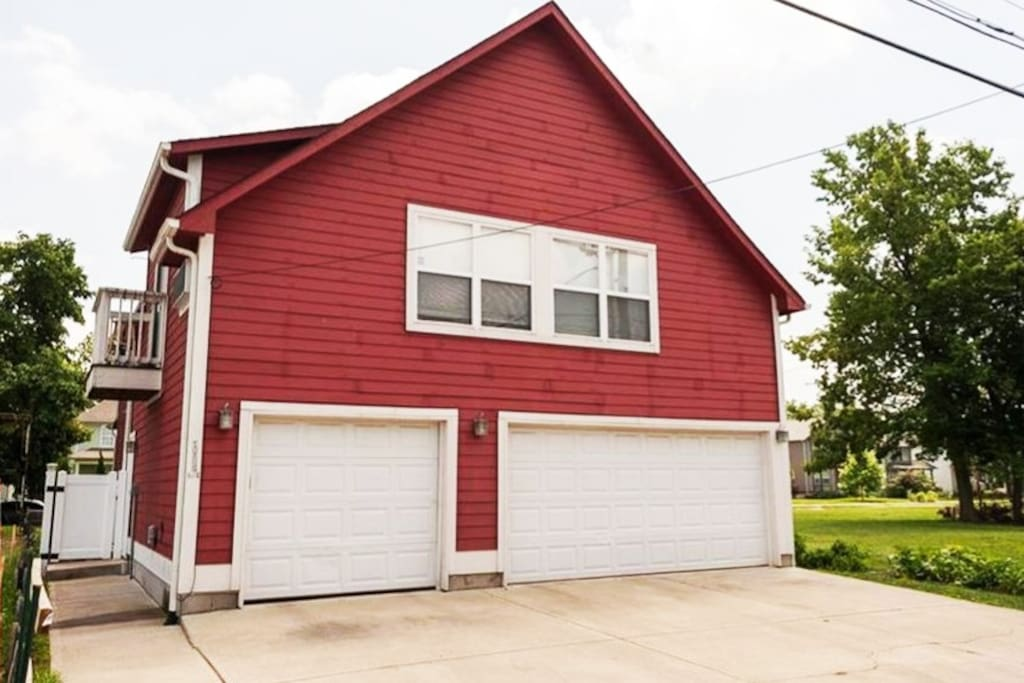 Detached garage with modern carriage house above gives guests complete privacy. The space offers 725 square feet and is close to downtown.