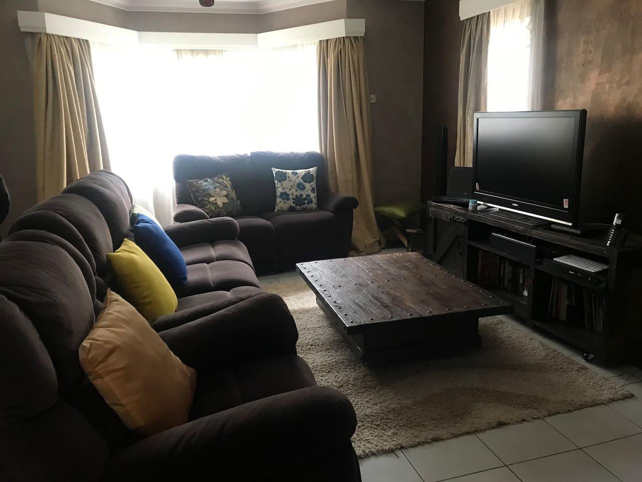 Relaxing living room with rustic decòr