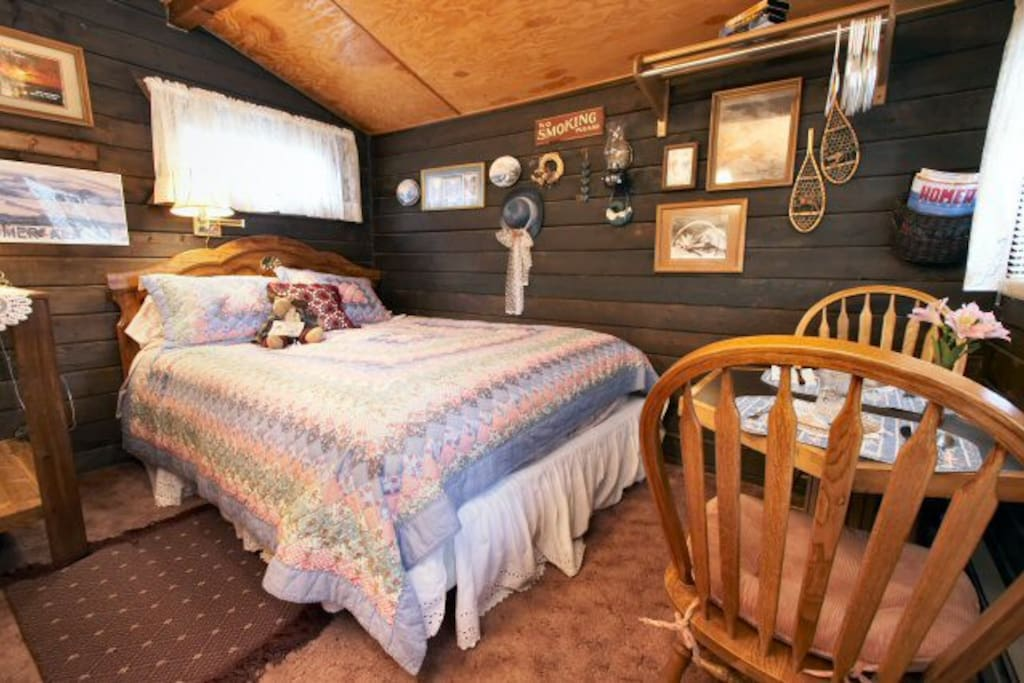 12'x12' one room cabin with queen bed