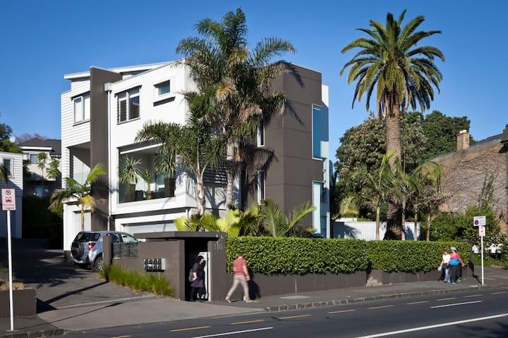 City Room + Ensuite - Walk Skip Jump to Amenities! - Auckland - Apartment