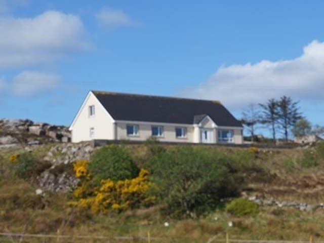 Spacious 4 bedroom house with amazing views - Loughanure - Casa