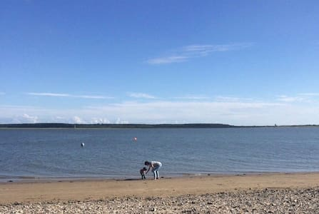 Holiday Chalet located in Carmarthen Bay