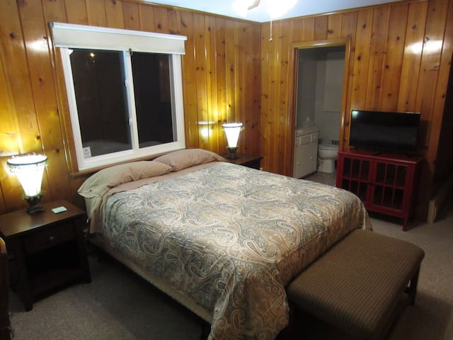 Knotty Pine Suite - Lodge feel w/o the mountain ;) - Albany - Casa