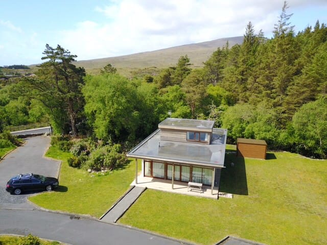 Greenway Gem with Pool & Gym, near Beach, Mulranny