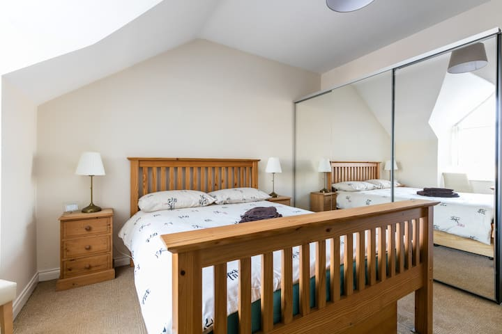 Double room with private ensuite shower & bathroom - Belfast - Townhouse