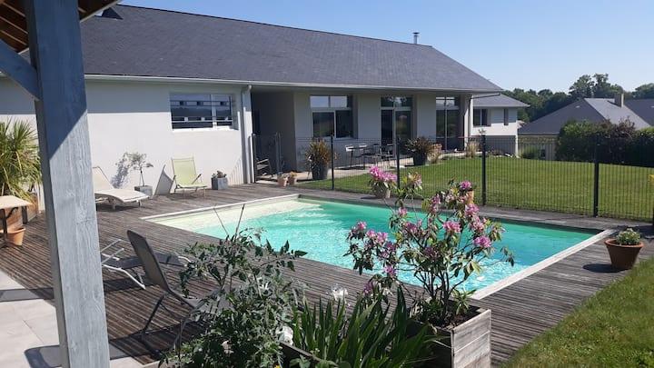 Villa moderne avec piscine entreTarbes et Lourdes.