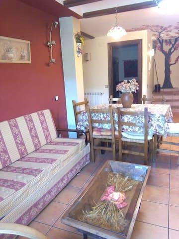 Salón comedor Apartamento Rural Bastones Senderismo