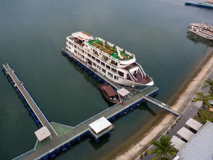 Halong 2 days 1 night on 5 stars Alisa cruise