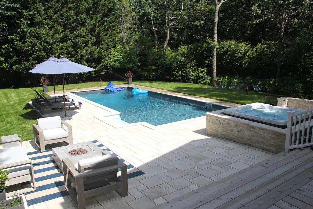 Outdoor Paradise: Heated Pool + Hot Tub for 6 people + Outdoor Sitting Area w/ Fire Pit