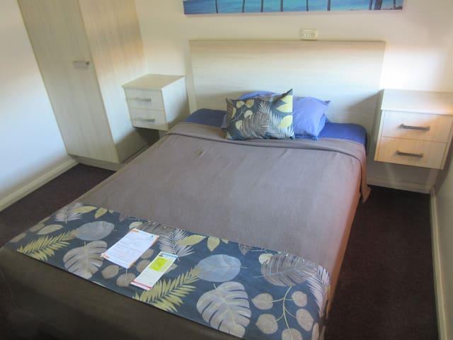 Dampier Mermaid Hotel - Rear Courtyard-1Double Bed