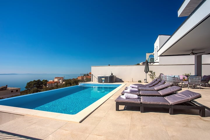 NEW! Villa Nano, 4 bedrooms, jacuzzi, heated pool, sea views, pebble beach 850m