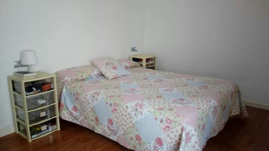 Habitación con baño incluido en Pamplona
