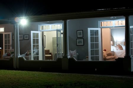 Afrika Pearl Guesthouse: Tranquility - Paarl - Bed & Breakfast