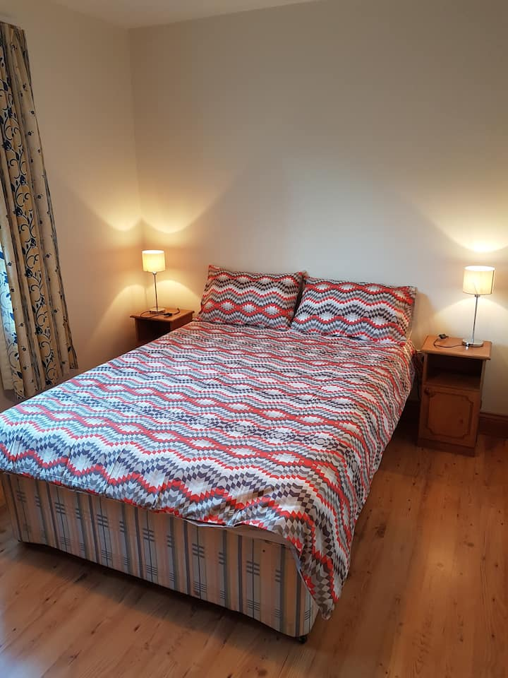 Double bedroom in the heart of Galway City.  No 6