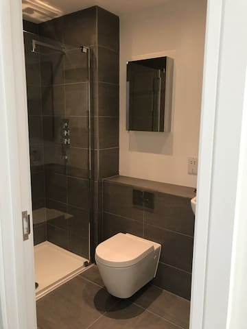 Beautiful Double Room With Ensuite in Luxury Flat