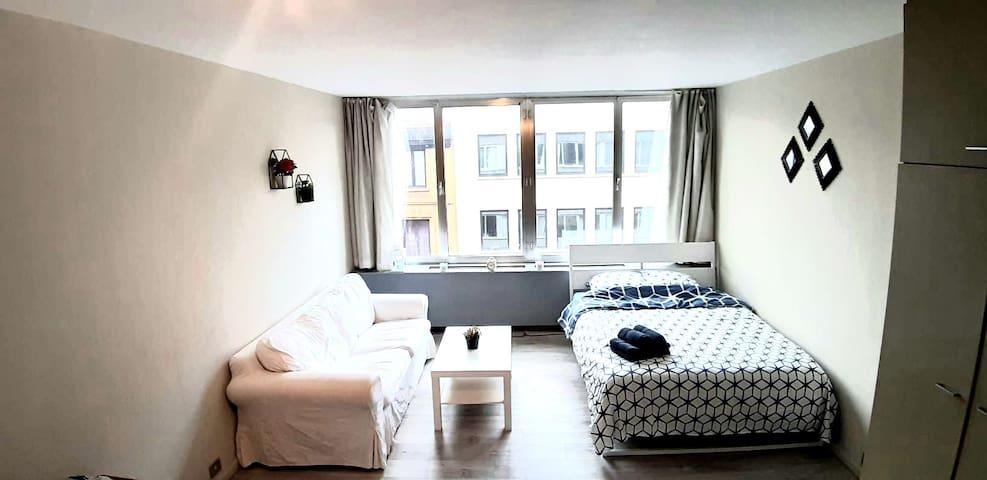 Brussels's Top Spot -Cozy studio- Pl. Stéphanie❤️️