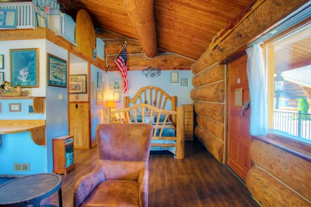 Beachfront Queen cabin w/mineral water