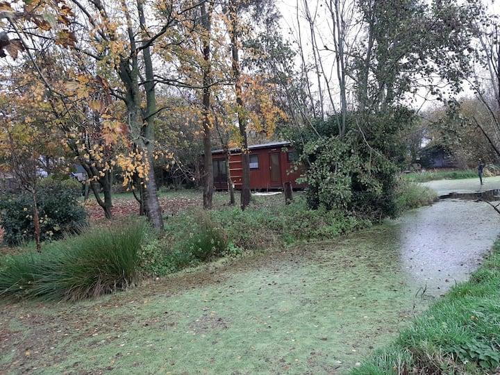 Challet, in privé gelegen bosrijke tuin