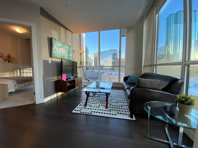 Heart of Edmonton: Luxurious 2BR2B Highrise.