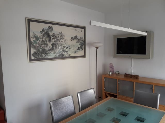 Bright apartment in nice area - Pamplona - Huis
