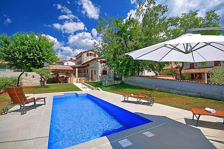 Casa Nono Nino with swimming pool