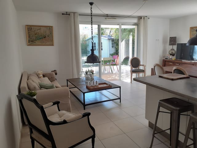 Appartement de 90m² en rez de jardin avec piscine
