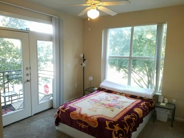 Convinient room at Shops at Legacy - Plano - Apartment