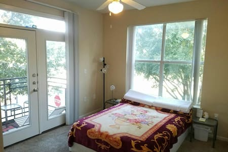 Convinient room at Shops at Legacy - Plano - Departamento