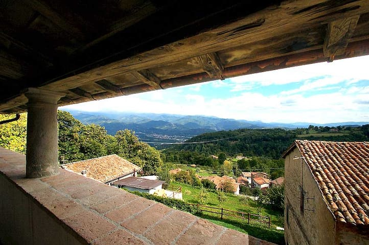 Detached manor with private pool in Garfagnana