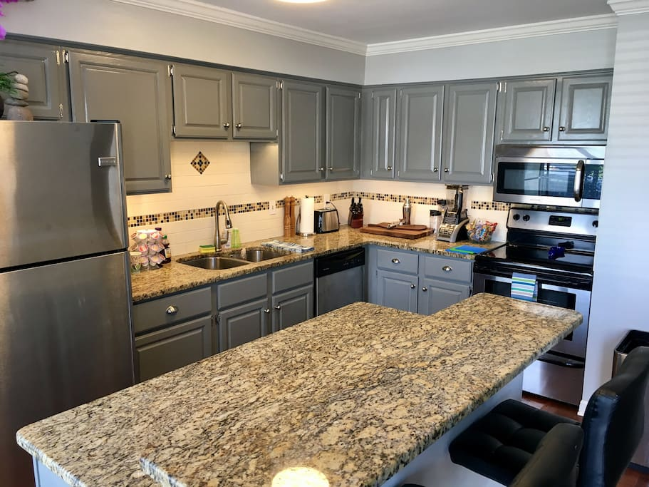 MEAL PREP SPACE: Kitchen is ready for cooking basic meals - Nashville has amazing restaurants, but you don't always have to eat out!
