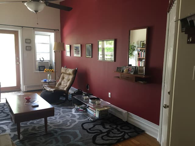 1 BR in downtown Jersey City, 10-15 mins. from NYC